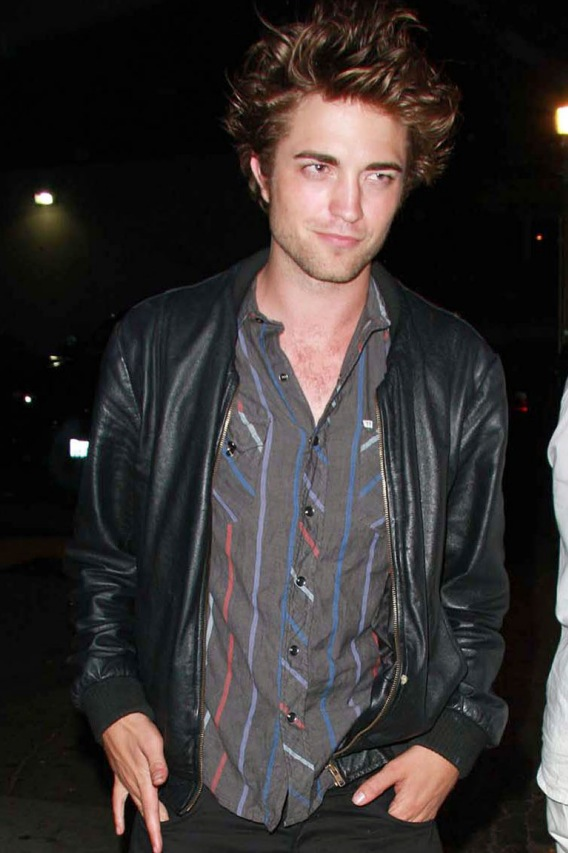 VIDEO: 'Twilight' Star Robert Pattinson Sings!