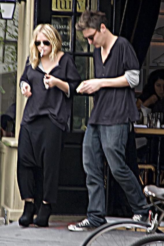 Mary-Kate Olsen Eats Lunch?