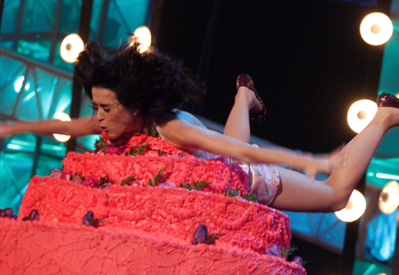 Katy Perry Eats Cake and Eats Floor, Too
