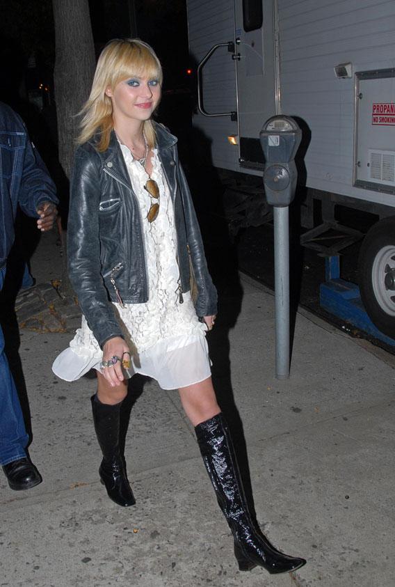 Taylor Momsen: Back on Set!