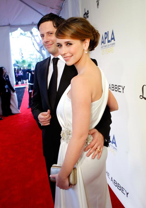 Jennifer Love Hewitt Is Doing Angelina Jolie