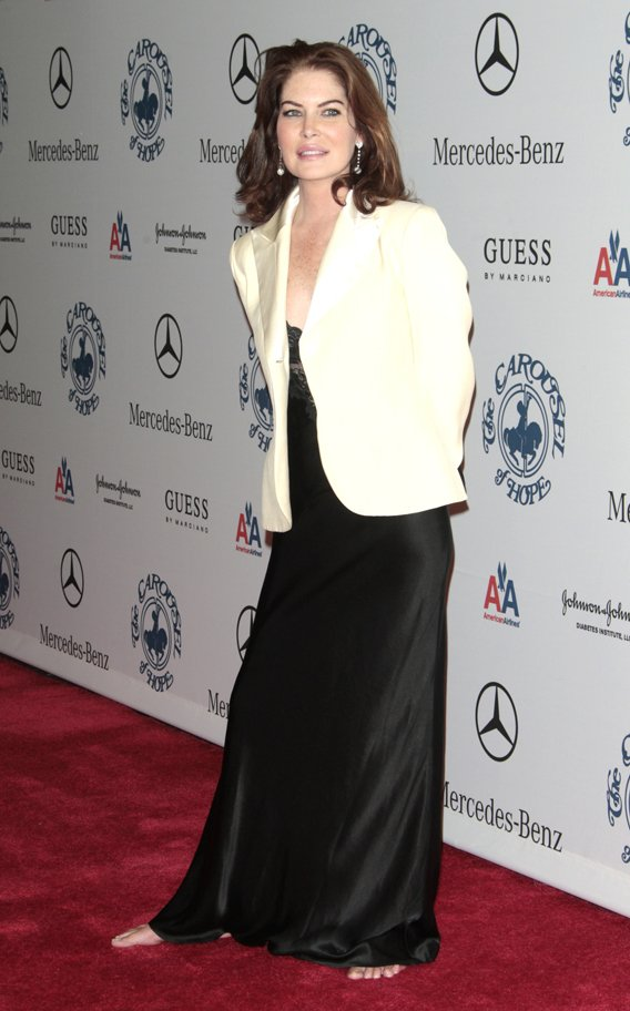 Lara Flynn Boyle Is Light on Her Bare Feet