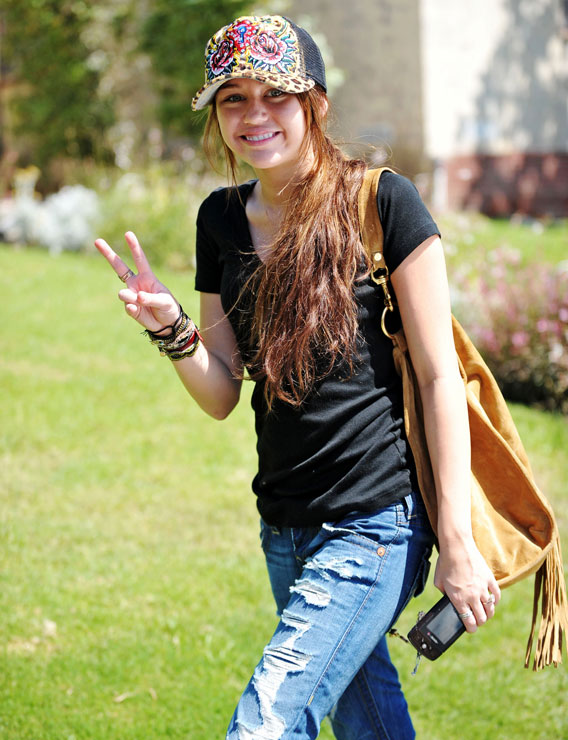 Miley Cyrus: I Love My…Peace Signs