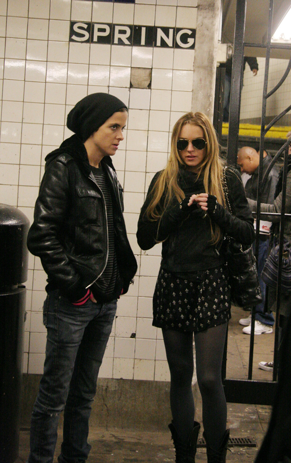 Samantha Ronson and Lindsay Lohan Travel In Style