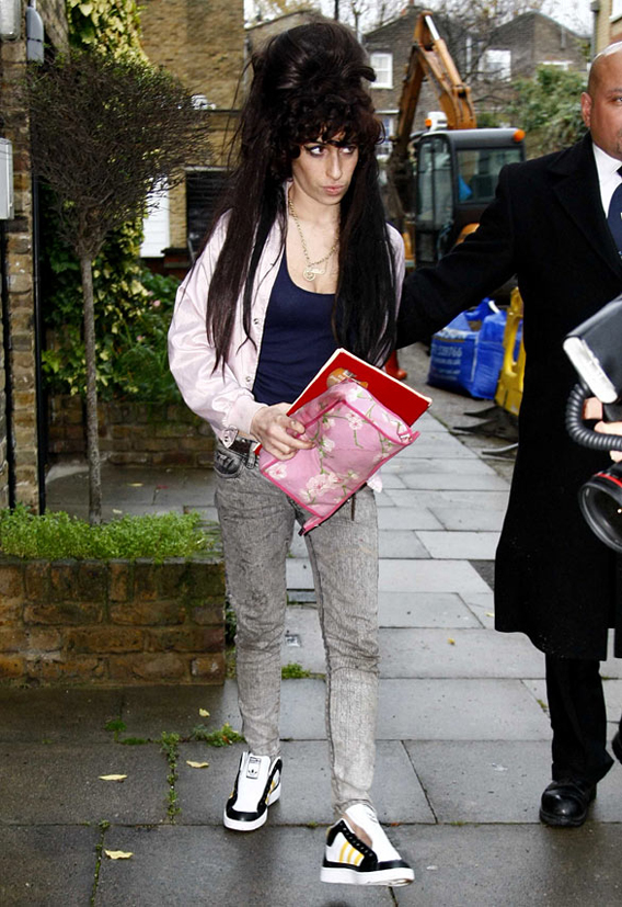 Amy Winehouse Brings Back The Octo-Hive