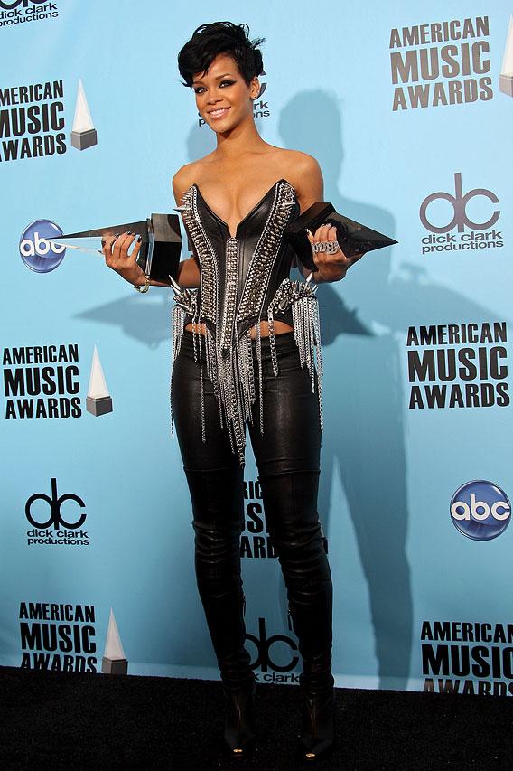 Rihanna and Chris Brown Tag Team the AMAs