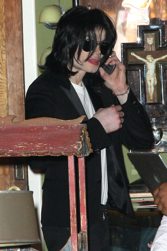 Michael Jackson Avoids Another Courtroom Drama