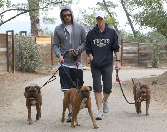 Justin Timberlake and jessica Biel Go to the Dogs