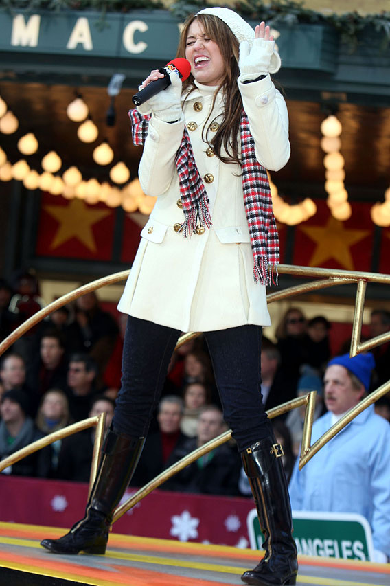 "Miley Cyrus 'Bolts"" at The Macy's Thanksgiving Day Parade"