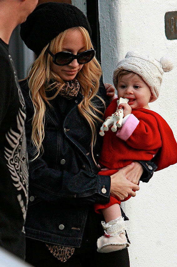 Nicole Richie and Harlow Bundle Up For Play
