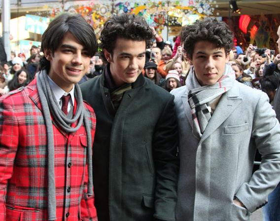 Jonas Brothers: Hey, Big Spenders!