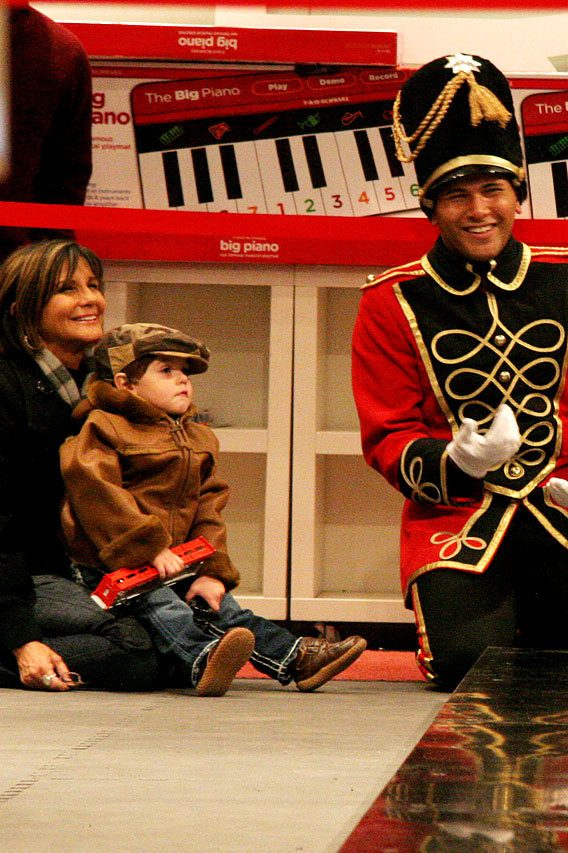 Britney Spears and Kids at FAO Schwartz