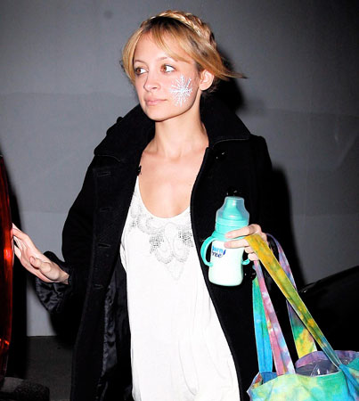 Nicole Richie Gets Flaky for the Holidays