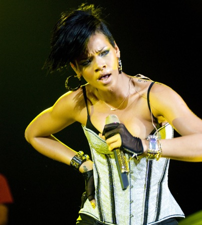 Rihanna to Sing for Obama