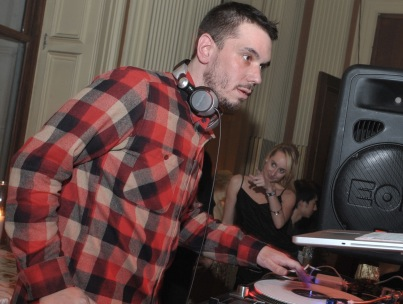 Morning Buzz: DJ AM Sues