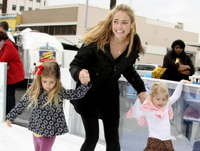 Denise & Daughters: Holiday On Ice!