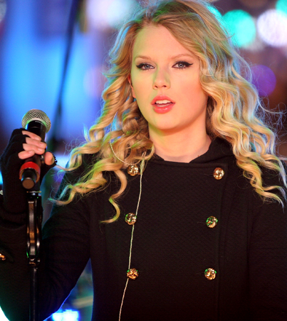Live, From 'SNL,' It's Taylor Swift!