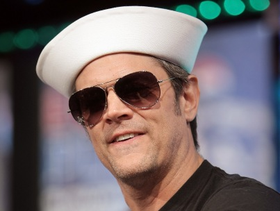 Morning Buzz: Johnny Knoxville Detained With Grenade at Airport