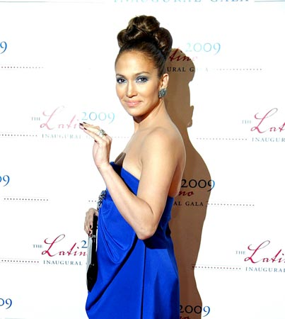 Jennifer Lopez Gives Gossipers the Ring Finger