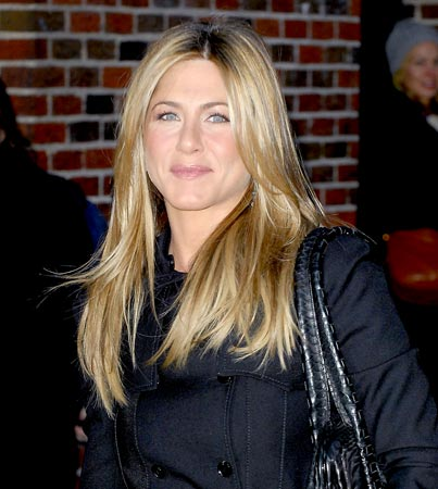 Jennifer Aniston to Present at Oscars?