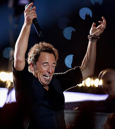 Bruce Springsteen Rocks Super Bowl Halftime Crowd