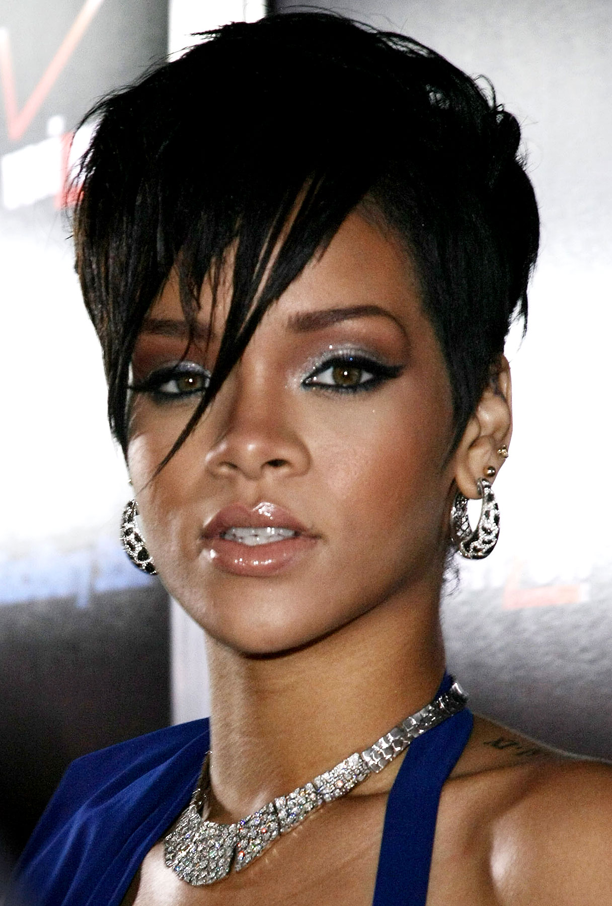 Update: Rihanna Reportedly Tells Cops That Brown Choked, Threatened to Kill Her