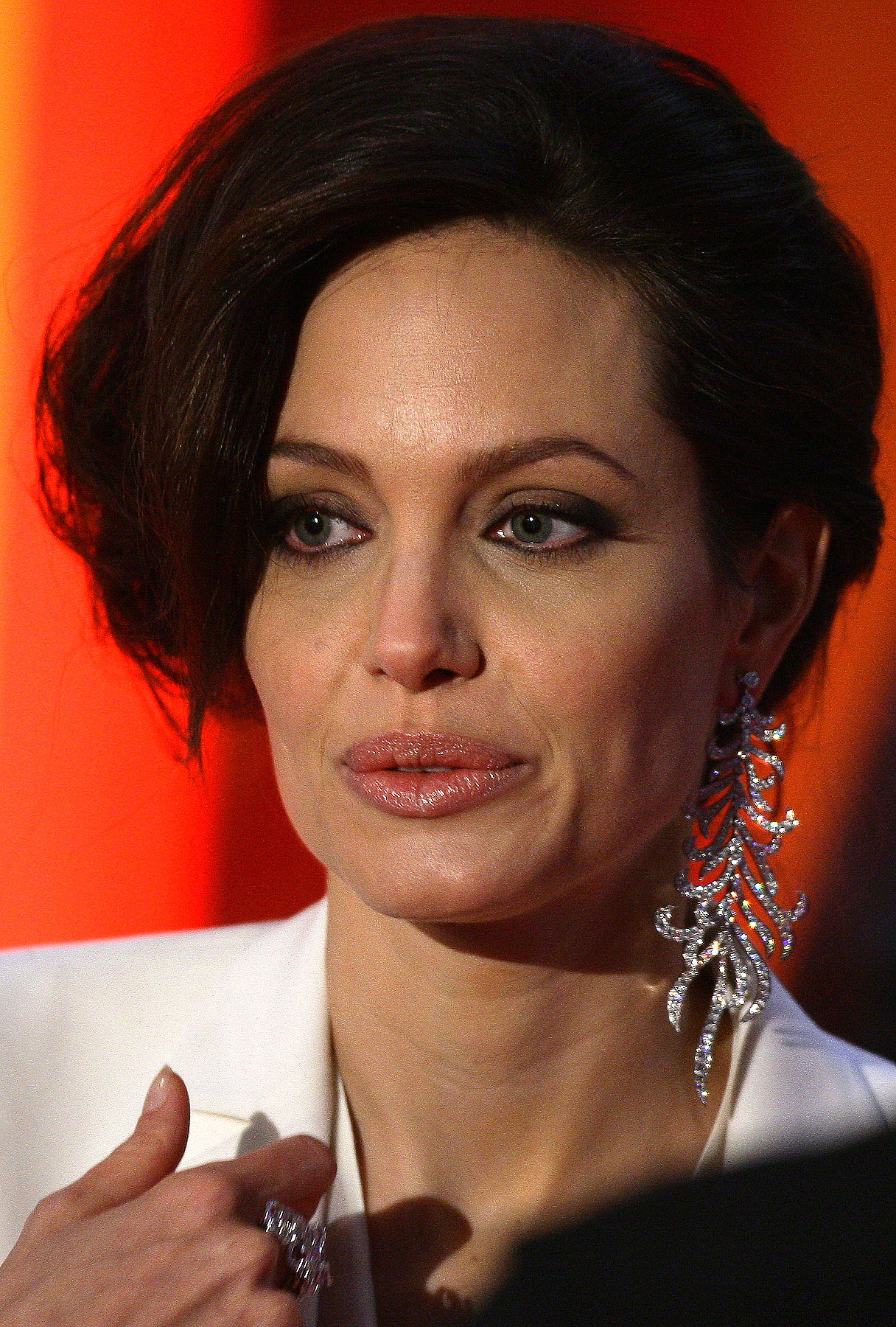 Angelina Jolie: A Necklace To Eclipse Aniston
