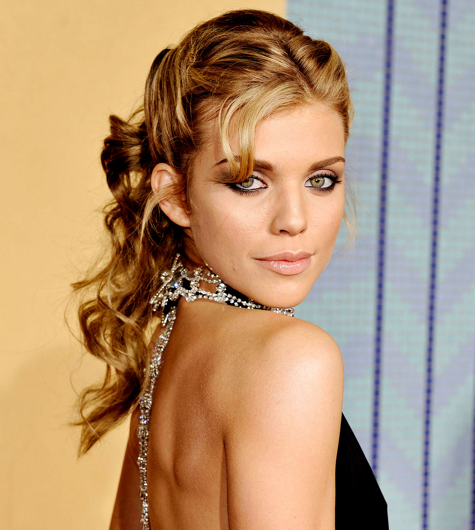 AnnaLynne McCord Misses the 'Moon'