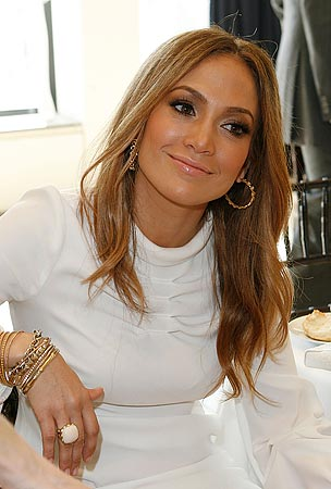 Jennifer Lopez Decides Jewelry is Free