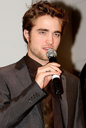 Robert Pattinson's ABBA-Filled Karaoke Night