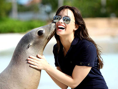 Demi Lovato: Kissed With a Seal-photo