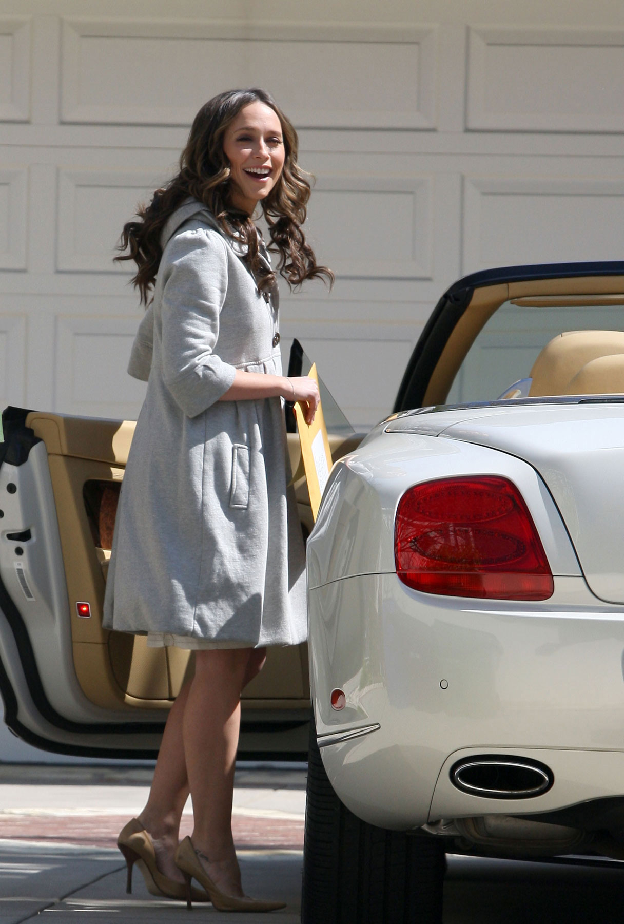 Jennifer Love Hewitt: Bentley Beauty