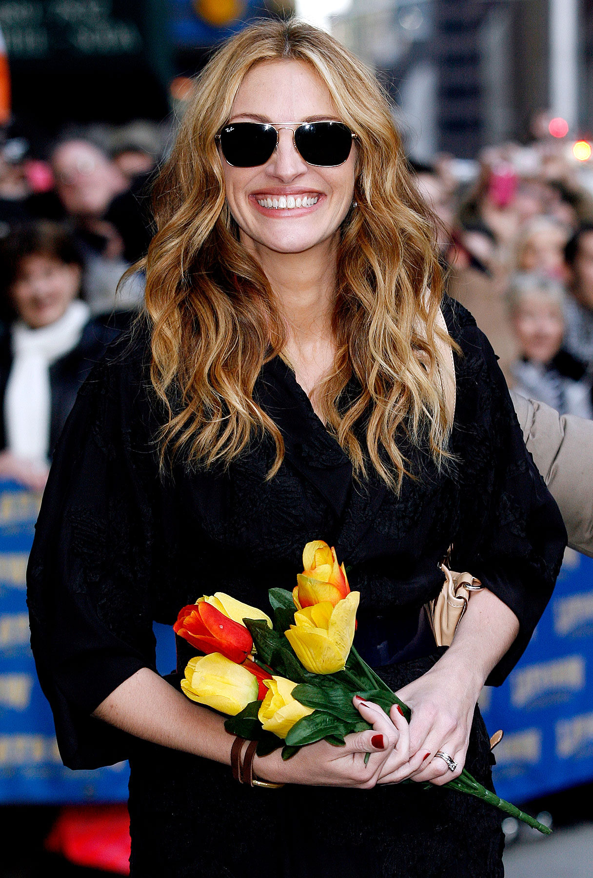 VIDEO: Julia Roberts Has Flowered Hands, Potty Mouth