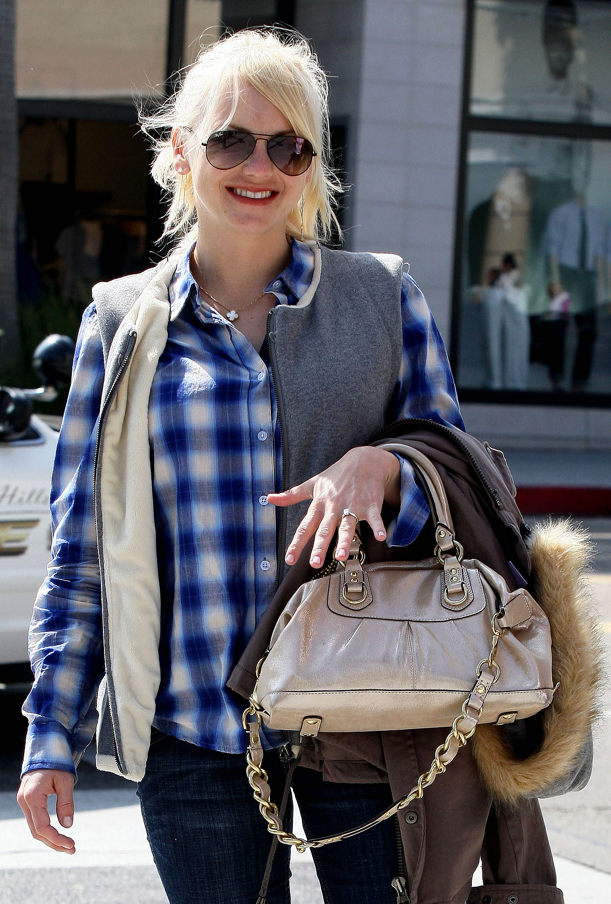Blinged-Out Lunch for Anna Faris