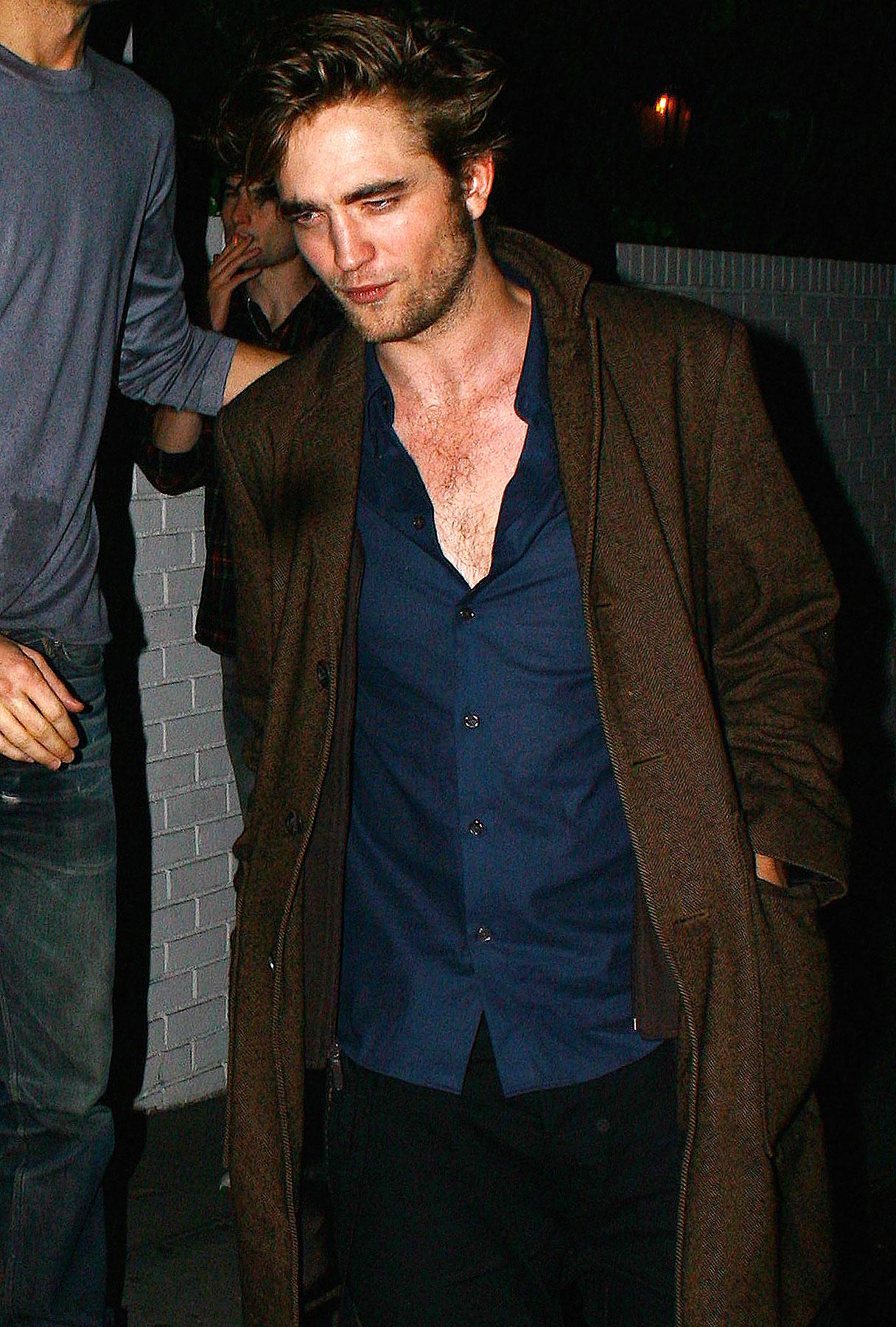 'New Moon' Crew: Robert Pattinson Stinks!