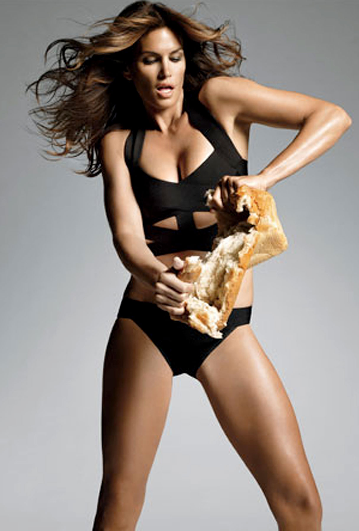Cindy Crawford Breaks Bread