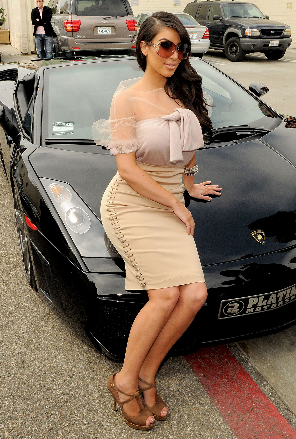 Kim Kardashian Does the Lambo