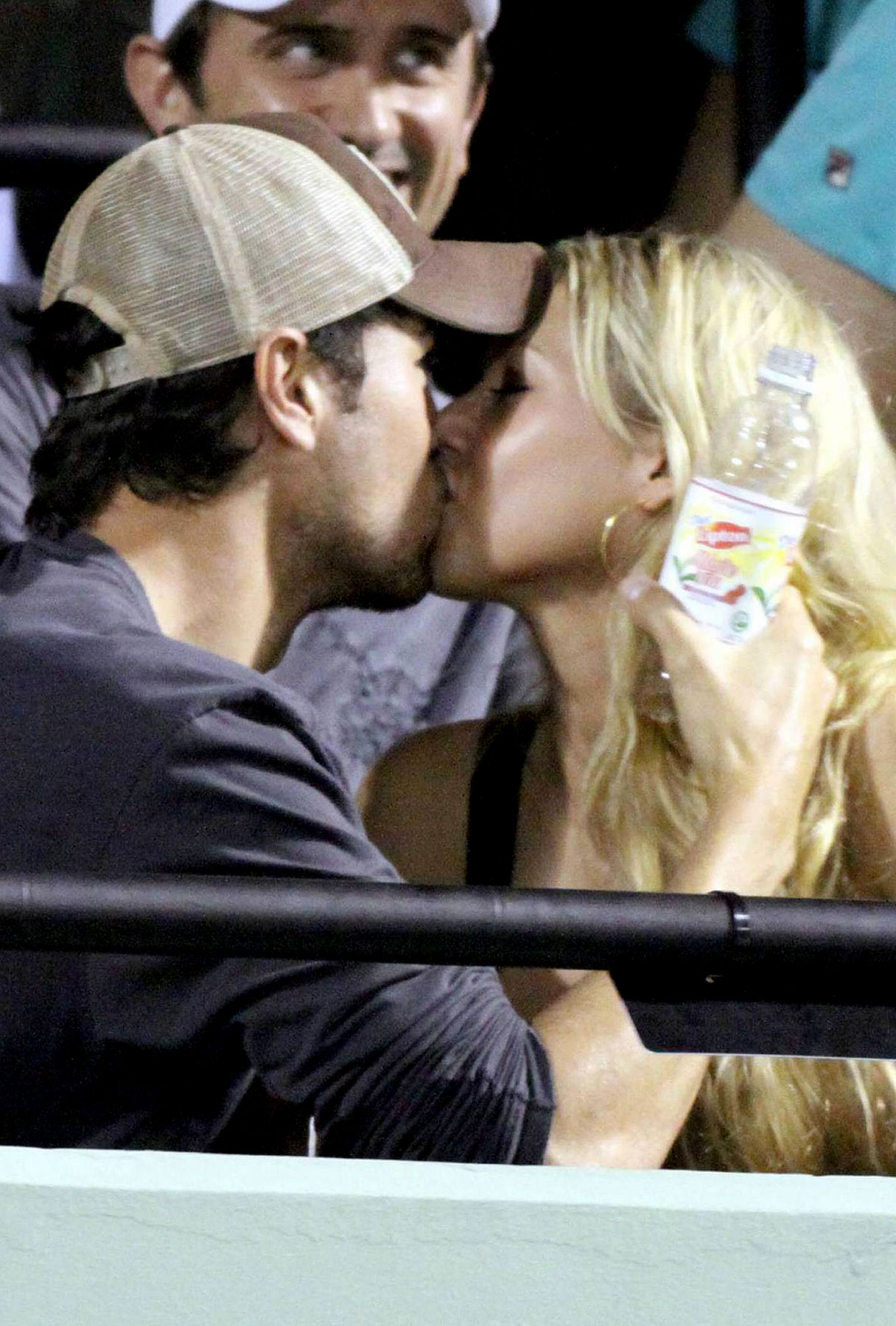 Anna Kournikova and Enrique Iglesias making out at the Sony Ericsson Open