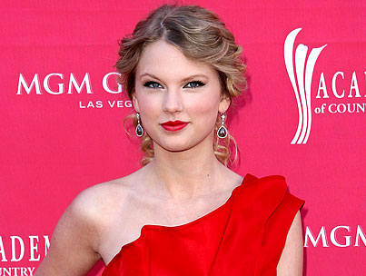 Taylor Swift is a Prom-Dress Giver
