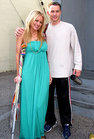 Jewel Leans on a Crutch—and a Hubby