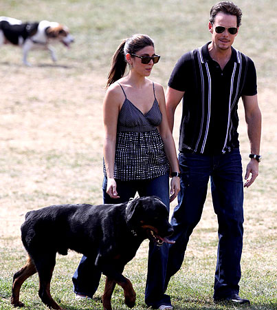 Jamie-Lynn Sigler and Kevin Dillon Are Dogging It