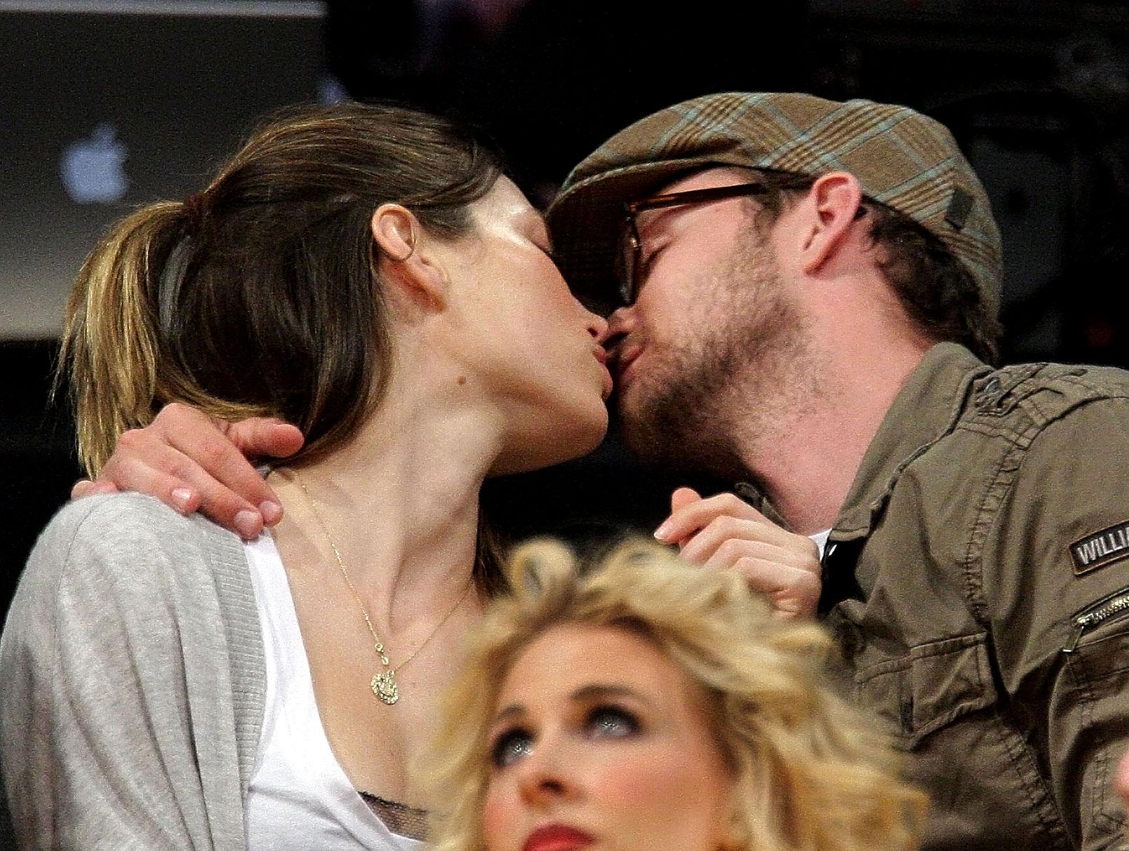 "VIDEO: Justin Timberlake Explains Why He ""Mounted"" Jessica Biel"