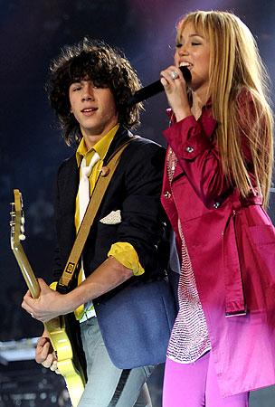 Hookup Alert: Miley Cyrus and Nick Jonas?