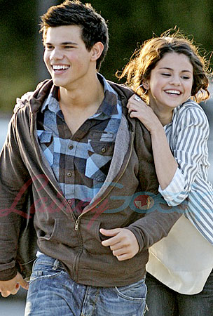Taylor Lautner and Selena Gomez: First Pics!