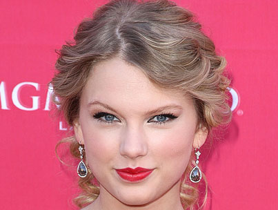 VIDEO: Taylor Swift Celebrates Mother's Day Early