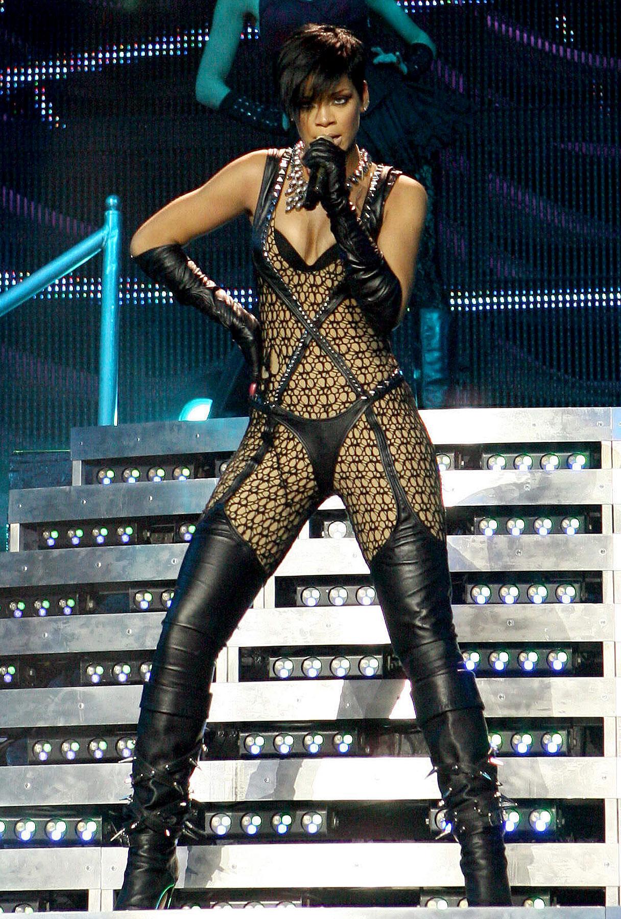 Rihanna Bails on Dubai Concert—for Chris Brown Court Date?