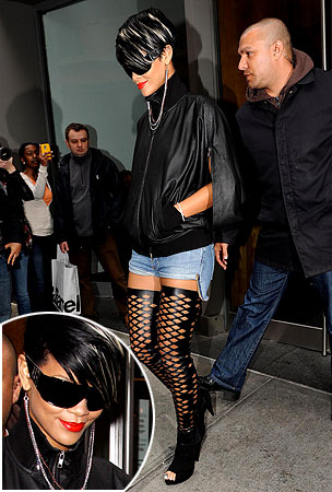 ZOOMWORTHY: Rihanna Shopping In NYC