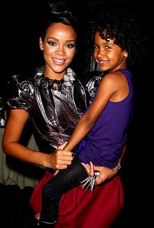 Rihanna Honors Friend of Sick Fan