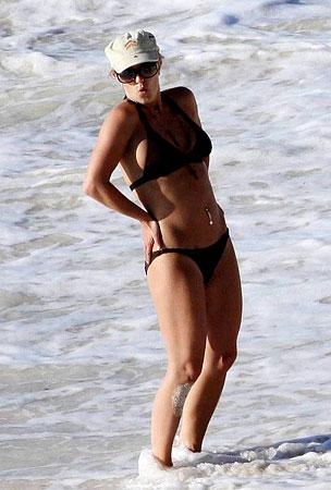Britney Spears Shows Off Her Bikini Body