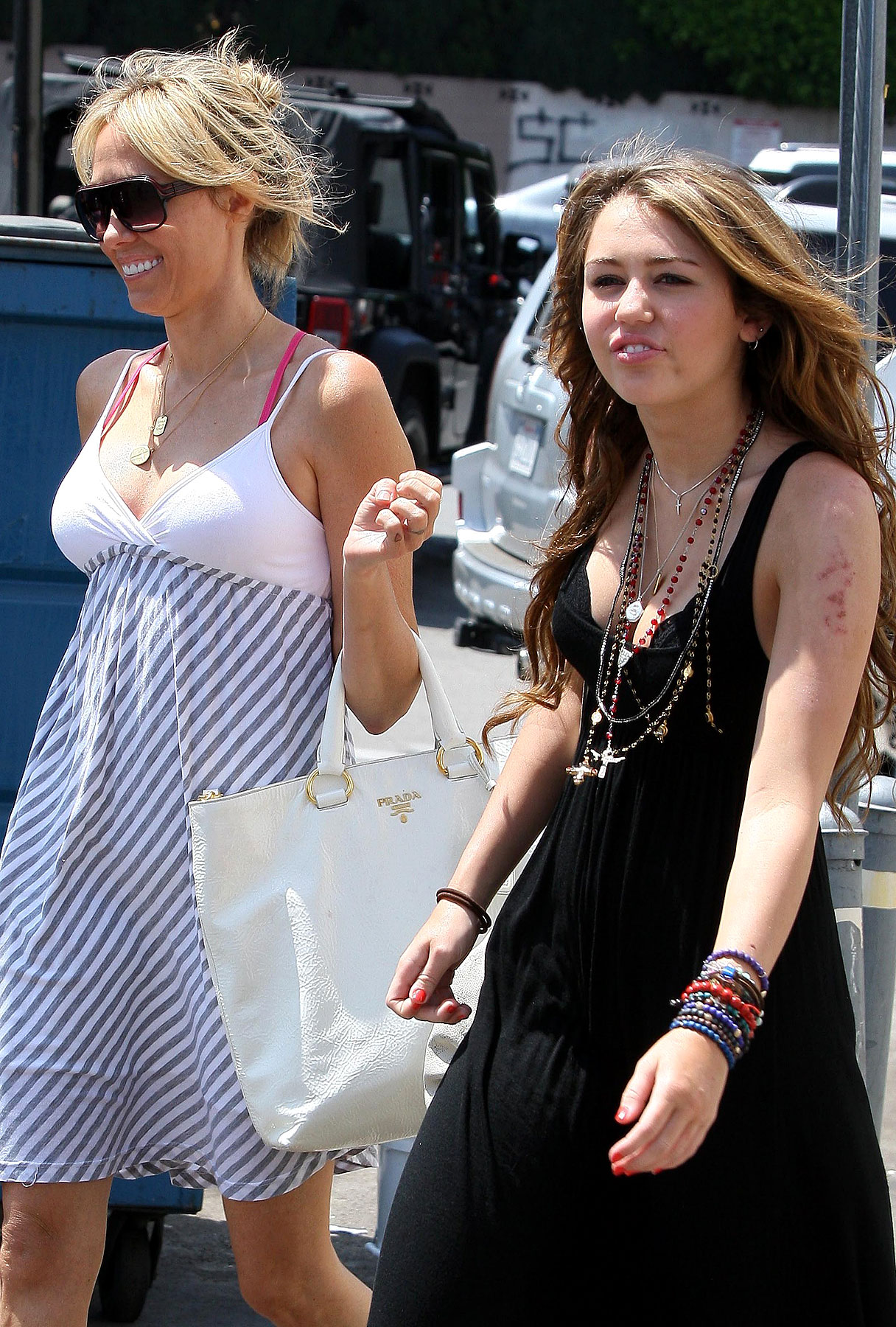 Miley Cyrus Is A Momma's Girl!